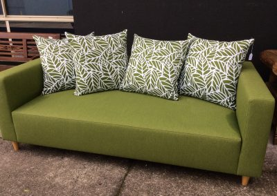 70's style Green day bed with wooden footings